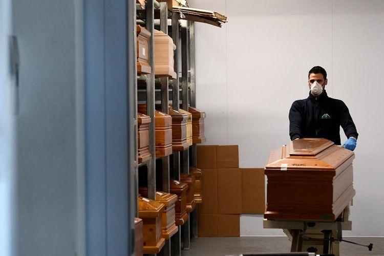 Ilustrasi persiapan prosesi kremasi (Reuters).