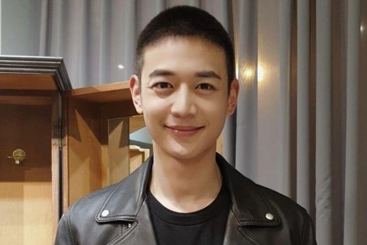 Minho SHINee yang tengah menjalankan tugas wajib militer.
