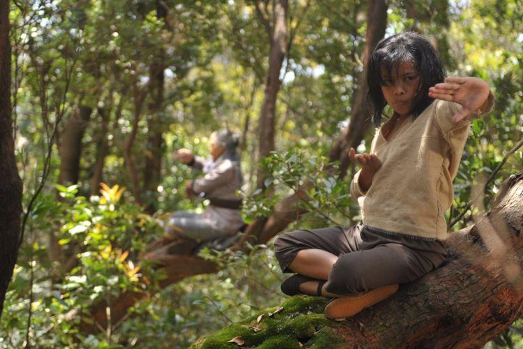 Kian Santang beraksi sebagai Wiro Sableng kecil dalam film Wiro Sableng 2018.
