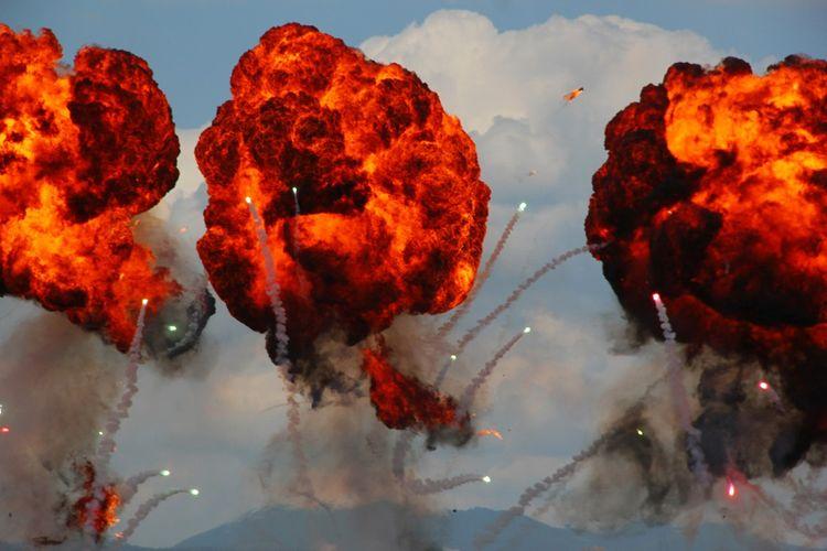 Ilustrasi Ledakan dari Serangan Udara.