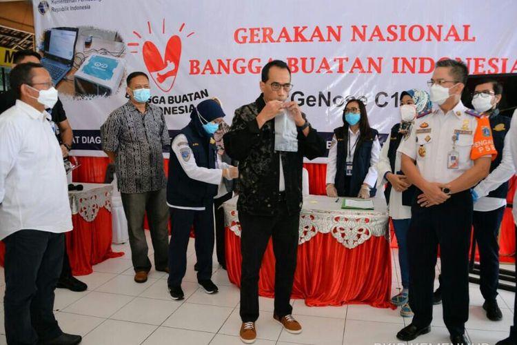 Menteri  Perhubungan Budi Karya Sumadi saat meninjau langsung penggunaan alat GeNose C19 di Terminal Kampung Rambutan, Minggu (24/1/2021).