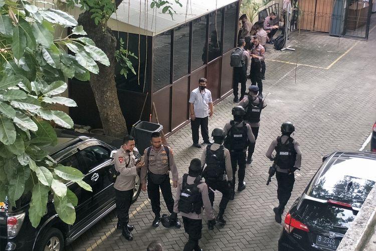 sejumpah polisi berjaga di PN Jakarta Utara jelang sidang putusan penyerang Novel Baswedan, Kamis (16/7/2020)