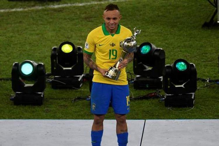 Winger timnas Brasil, Everton Soares, tampil sebagai top skor di ajang Copa America 2019