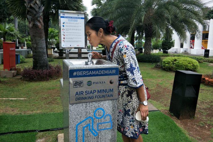 PT PAM Lyonaisse Jaya (Palyja) membangun sebuah fasilitas air siap minum di halaman Museum Nasional, Jalan Merdeka Barat, Gambir, Jakarta Pusat pada Rabu (7/11/2018).