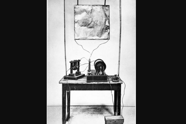 Alat pemancar radio pertama buatan Guglielmo Marconi.