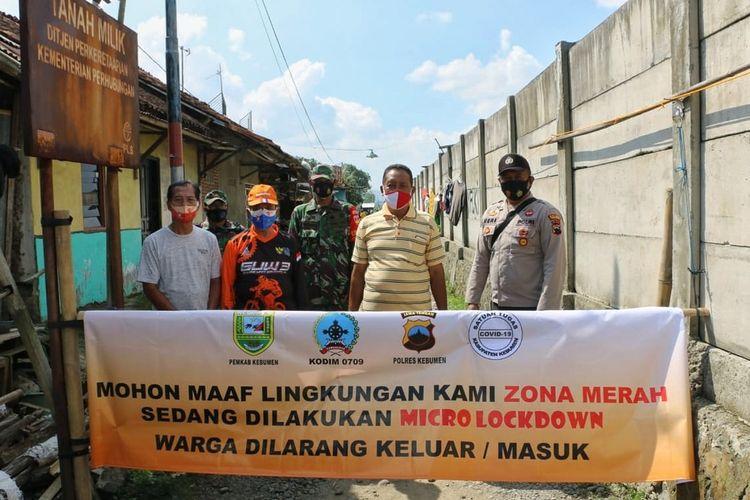 Pemerintah Desa Semondo, Kecamatan Gombong, Kebumen, Jawa Tengah melakukan lock down setelah 28 warga RT 003 RW 001 terpapar Covid-19, Sabtu (3/7/2021).