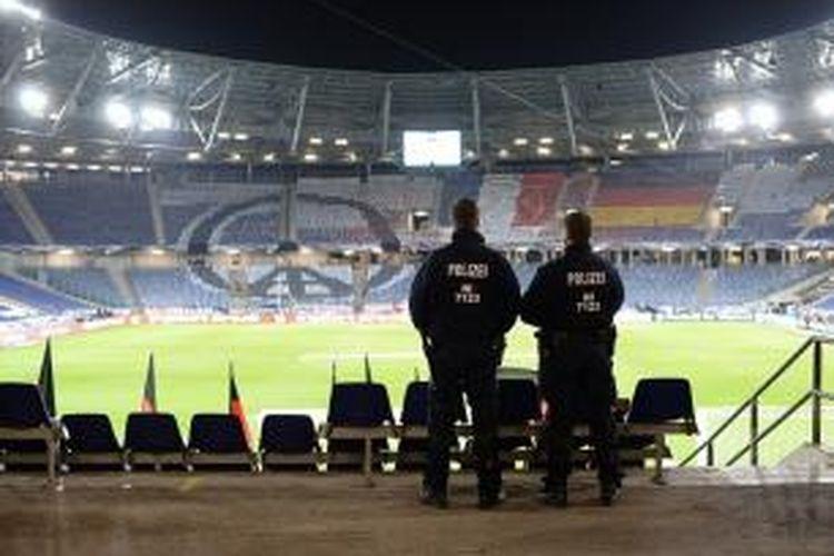 Stadion Hannover, tempat Jerman vs Belanda berlangsung dikosongkan dua jam sebelum laga, Selasa (17/11/2015).