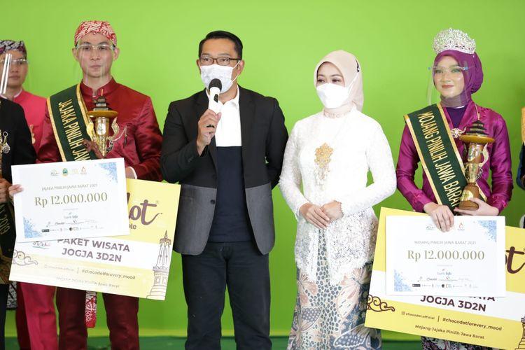 Gubernur Jawa Barat Ridwan Kamil saat grand final Pasanggiri Mojang Jajaka 2021 di Hotel Grand Preanger, Kota Bandung, Sabtu (9/10/2021).