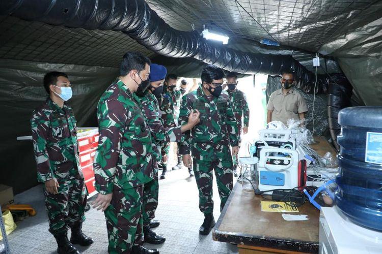 Panglima TNI Marsekal Hadi Tjahjanto inspeksi mendadak (sidak) kesiapan rumah sakit lapangan (rumkitlap) yang terletak di RSAU dr Esnawan Antariksa, Jakarta Timur, Rabu (7/7/2021).