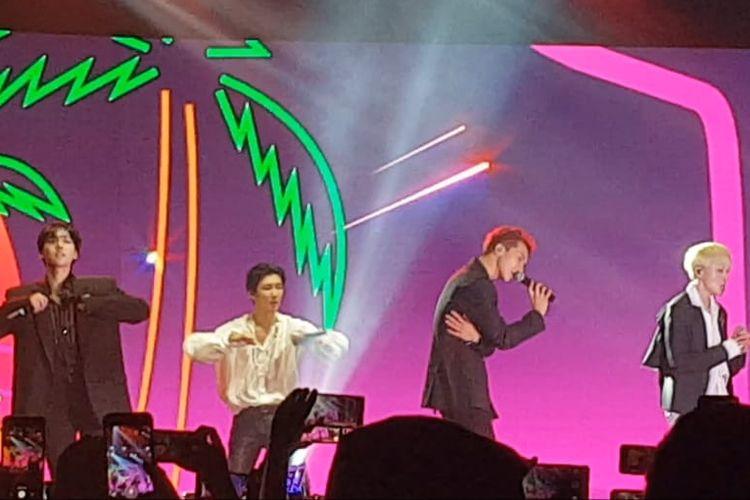 Boyband asal Korea Selatan, Winner, saat memeriahkan On Off Festival 2019 di Istora Senayan, Jakarta Pusat, Minggu (8/9/2019).