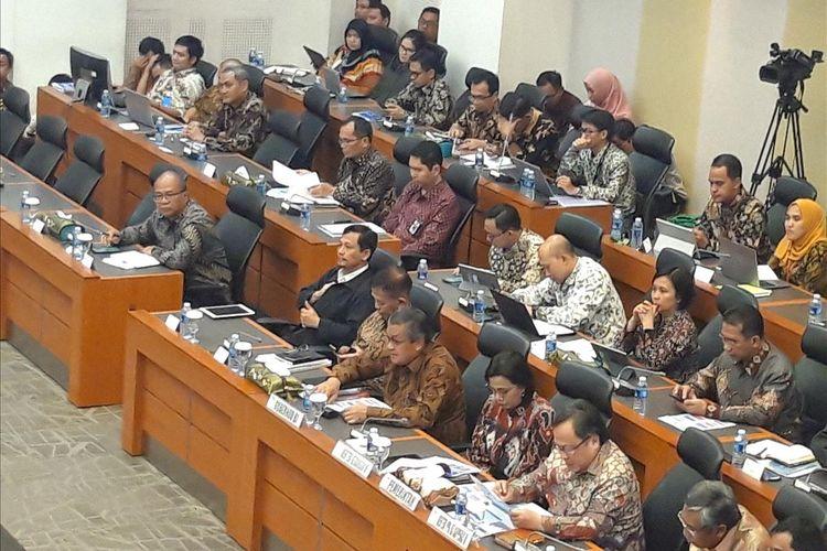Gubernur Bank Indonesia (BI) Perry Wardjiyo, Menteri Keuangan Sri Mulyani Indrawati dan Menteri PPN/Kepala Bappenas Bambang Brodjonegoro di Badan Anggaran DPR RI, Jakarta, Selasa (11/6/2019).