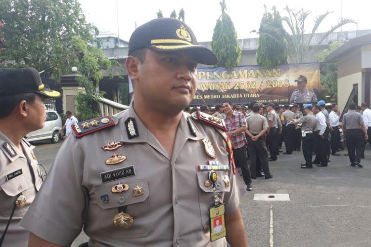 Wakapolres Metro Jakarta Utara AKBP Adi Vivid Bachtiar memberikan keterangan kepada wartawan usai memipin apel pengamanan Hari Raya Waisak di Lapangan Mapolres Metro Jakarta Utara, Senin (28/5/2018).