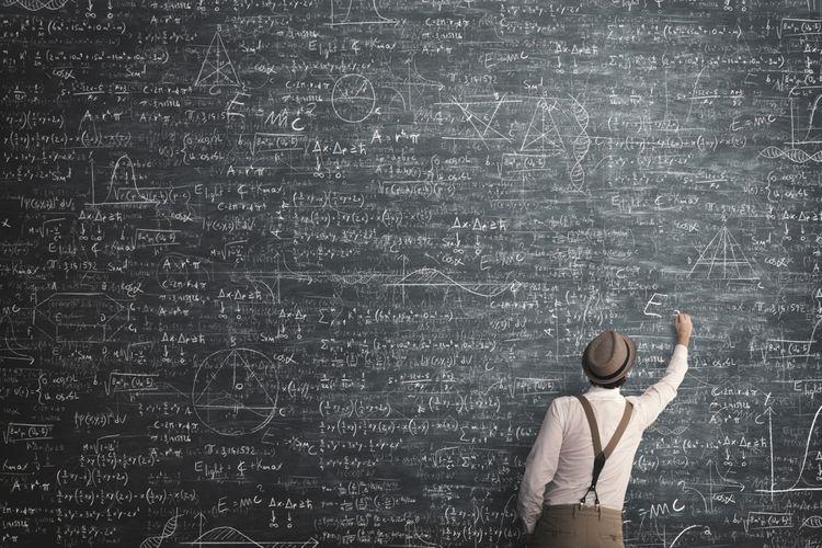 Ilustrasi mengerjakan soal matematika