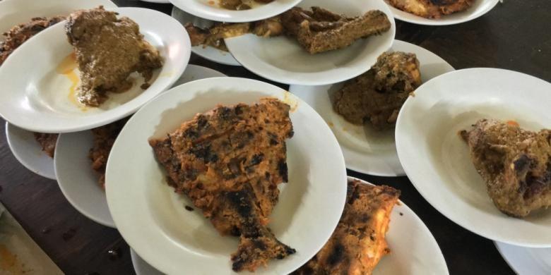 Ikan bawal bakar juga jadi salah satu menu favorit di RM Sepakat. Rumah makan ini merupakan salah satu restoran Padang tertua di Jakarta, buka sejak 1969.