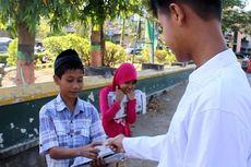 Mengais Rezeki Idul Adha dengan Koran Bekas