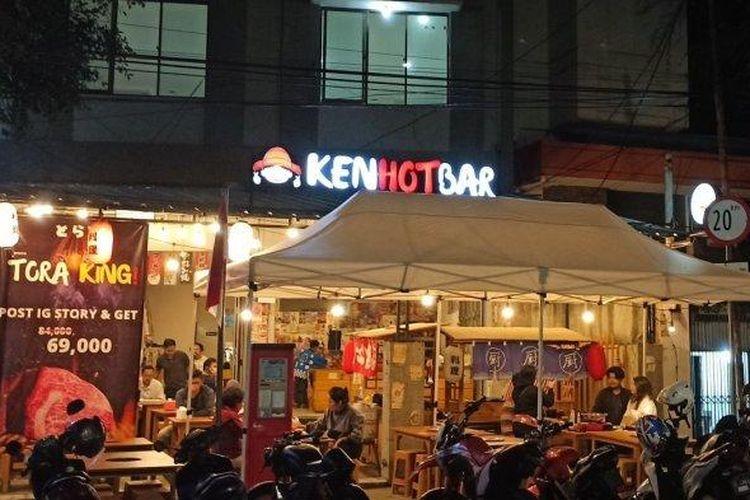Stan kuliner di Jalan Lengkong Kecil, Bandung.