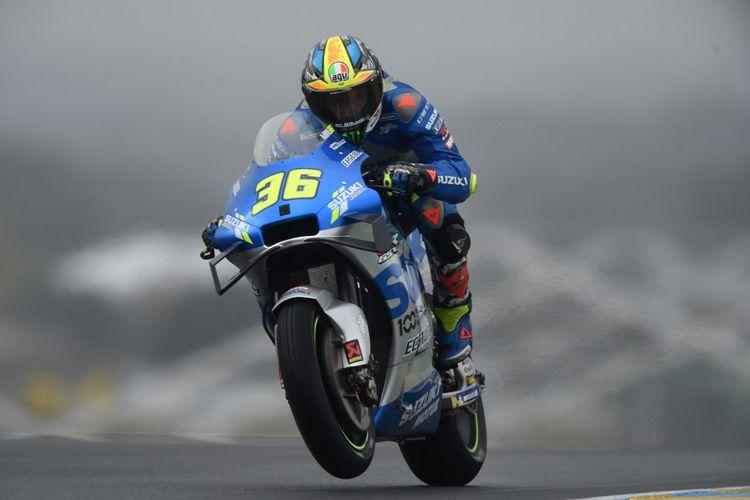 Joan Mir saat berlaga di MotoGP Le Mans. (Photo by JEAN-FRANCOIS MONIER / AFP)