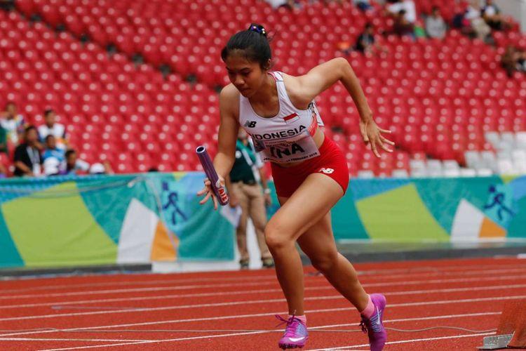 Atlet lari Indonesia Jeany Nuraini Amelia memacu larinya pada Final Estafet 4x100 meter putri 18th Asian Games Invitation Tournament di Stadion Utama Gelora Bung Karno, Senayan, Jakarta, Rabu (14/2/2018).