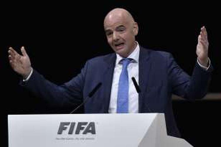 Presiden baru FIFA, Gianni Infantino, memberikan sambutan setelah memenangi pemilihan presiden pada Kongres Luar Biasa FIFA di Zurich, Swiss, Jumat (26/2/2016).