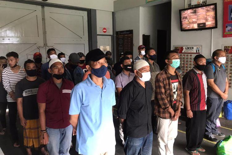 Sebanyak 25 narapidana Lembaga Pemasyarakatan Kelas I Semarang atau Kedungpane dibebaskan bersyarat dalam rangka asimilasi di rumah pada Kamis (4/2/2021).