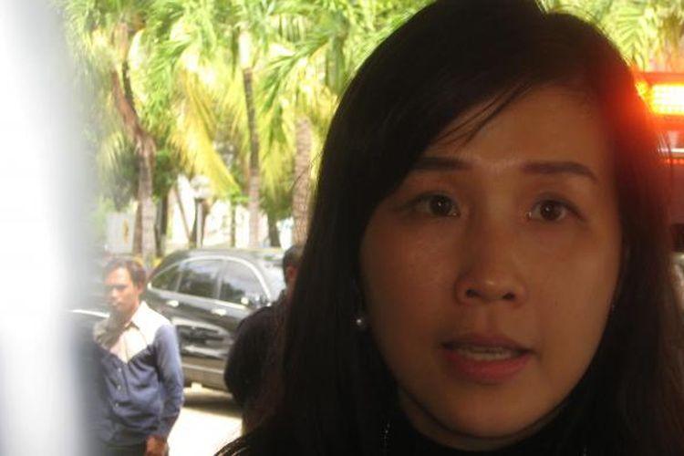 Veronica Tan, istri Gubernur DKI Jakarta Basuki Tjahaja Purnama. Veronica, kelahiran Medan, 4 Desember 1975, menjadi Ketua Yayasan Kanker Indonesia (YKI) DKI Jakarta sejak sejak 2013.