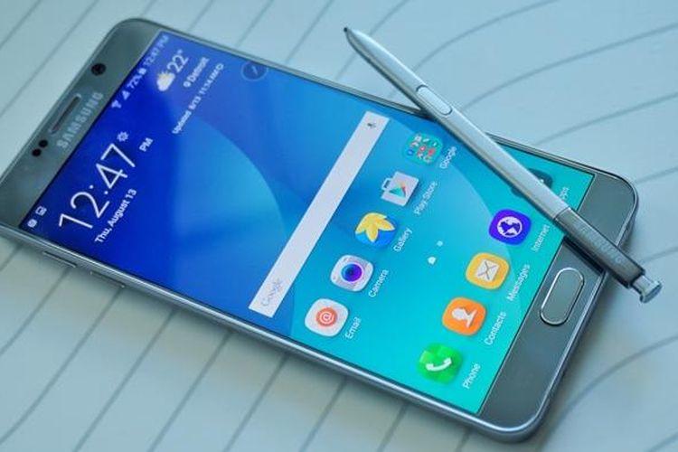 Galaxy Note 5 dengan Stylus S Pen