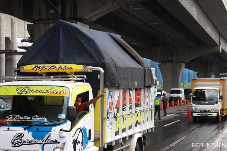 Kemenhub berupaya memastikan angkutan logistik tidak boleh stop beroperasi, seperti tertuang dalam Peraturan Menteri Perhubungan Nomor 18 Tahun 2020 tentang Pengendalian Transportasi dalam rangka Pencegahan Penyebaran Covid-19.