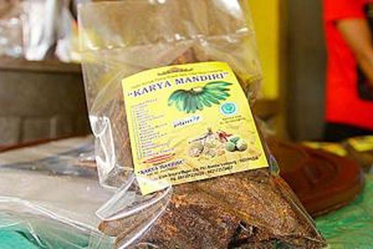 Stan penjual keripik pisang di sentra industri keripik Bandar Lampung.