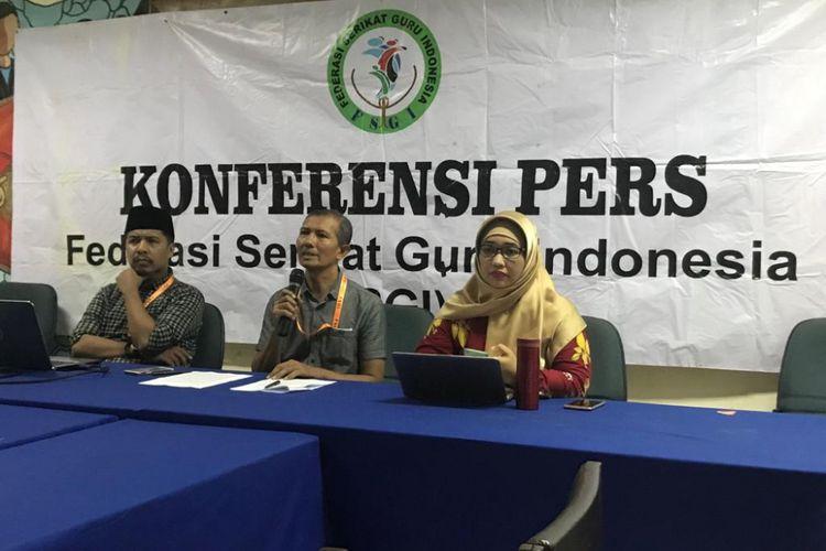 Konferensi pers Federasi Serikat Guru Indonesia (FSGI) di Gedung LBH, Jakarta Pusat, Minggu (25/11/2018).