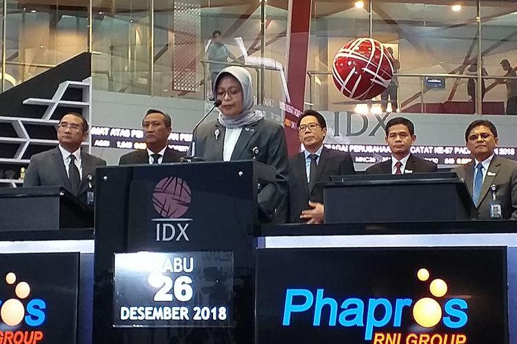 Direktur Utama PT Phapros Tbk, Barokah Sri Utami di BEI, Jakarta, Rabu (26/12/2018).