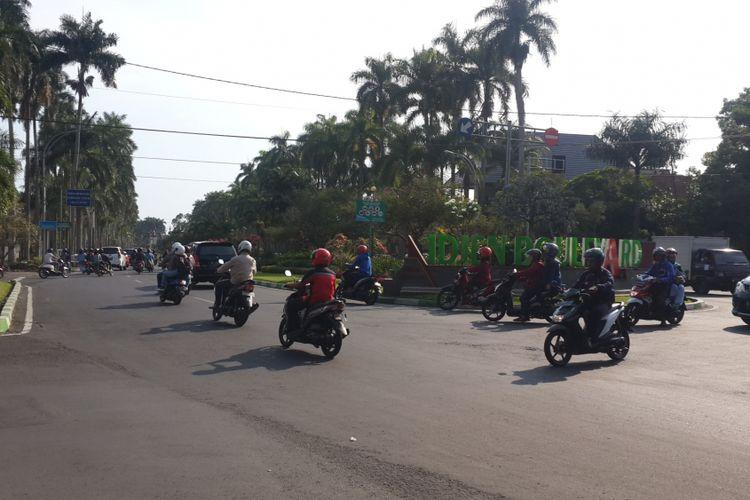 Suasana lalu lintas di Jalan Ijen, Kota Malang saat diambil pada Senin (30/10/2017). Jalan Ijen merupakan jalan poros kawasan bersejarah di Kota Malang.