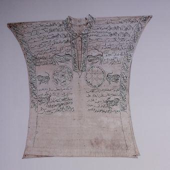Pakaian Jimat, Pulau Rote, Nusa Tenggara Timur, Katun, 65x68cm.  Foto Museum Nasional dan Buku Archipel.
