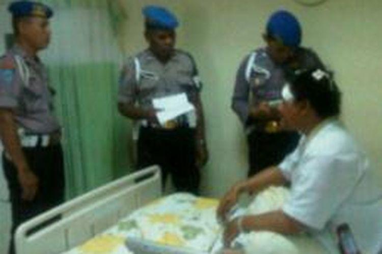 Robin Napitulu (25) warga Bekasi, Jawa Barat, menjadi korban salah target kepolisian Tanjung Duren, Jakarta Barat. Polisi mengira dia sebagai gembong pencuri.