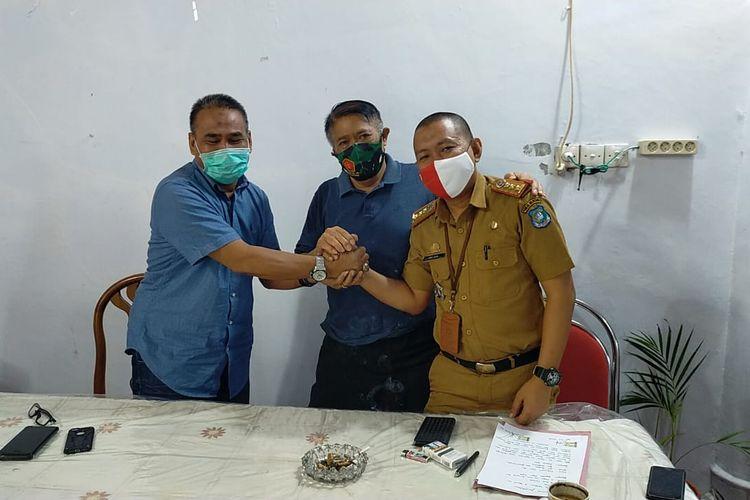 Suasana mediasi   anggota DPRD Bulukumba Muh Bakti, dengan anggota tim anggaran pemerintah daerah (TAPD)  Andi Awal Nurhadi di Rumah Jabatan Bupati Bulukumba, Sulawesi Selatan.  Selasa (22/9/2020).