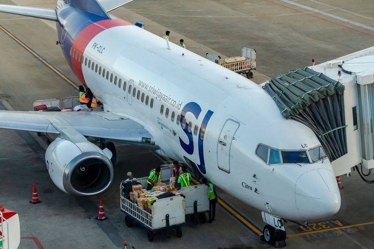 JUNE 16, 2019 : A Sriwijaya Air B737-500 PK-CLC Citra at Sepinggan Airport.The aircraft make is similar to Sriwijaya Airs downed Flight SJ 182