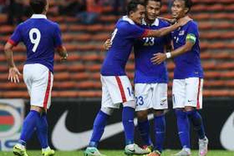 Para pemain tim nasional Malaysia merayakan gol ke gawang Afganistan pada partai persahabatan di Stadion Shah Alam, Kuala Lumpur, 11 Oktober 2016.