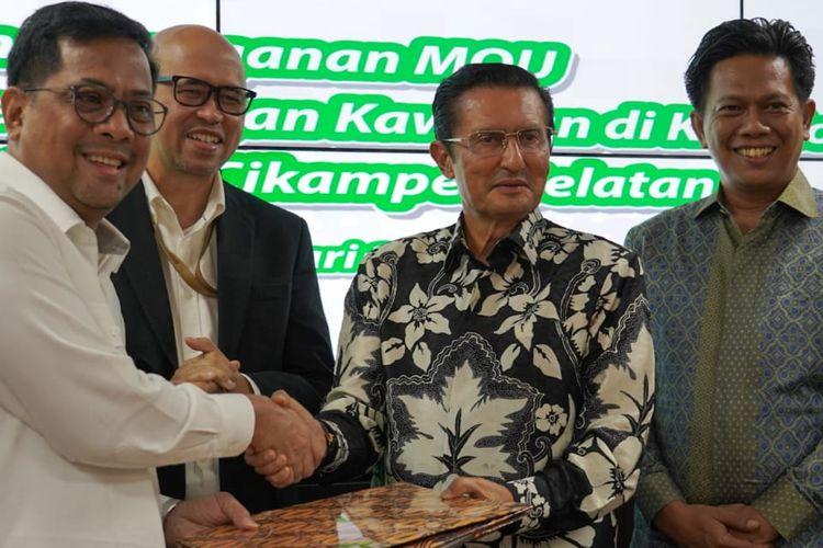 MoU pengembangan kawasan di koridor Jalan Tol Jakarta-Cikampek Selatan ditandatangani oleh Direktur Pengembangan Usaha Jasa Marga Adrian Priohutomo dan Direktur Utama PT Sentraloka Adyabuana Fadel Muhammad, disaksikan Kepala BPJT Danang Parikesit, Rabu (26/2/2020).