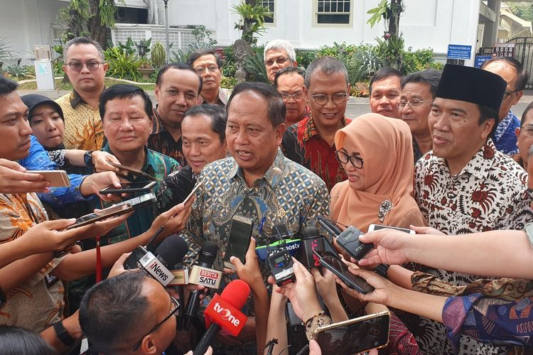Para rektor perguruan tinggi negeri usai bertemu Presiden Joko Widodo di Istana Kepresidenan, Jakarta, Kamis (3/10/2019).