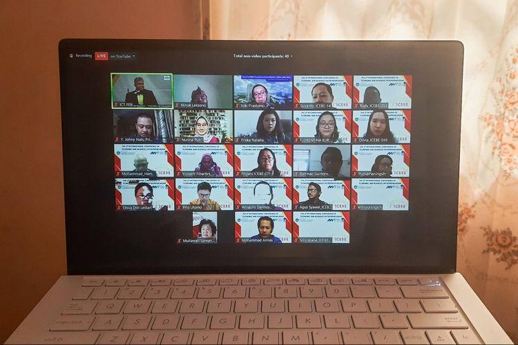 Potret para peserta yang mengikuti The 3rd International Conference of Economics, Business and Entrepreneurship (ICEBE) 2020 pada Kamis (1/10/2020) lewat aplikasi Zoom.