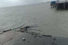 90 Orang Terjebak di Dermaga Tengah Laut akibat 2 Titik Jembatan di Pelabuhan Kijing Ambruk