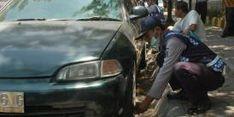 Parkir Sembarangan, Belasan Mobil Digembosi di Surabaya