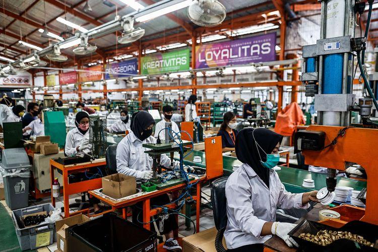 Ilustrasi pekerja pabrik.