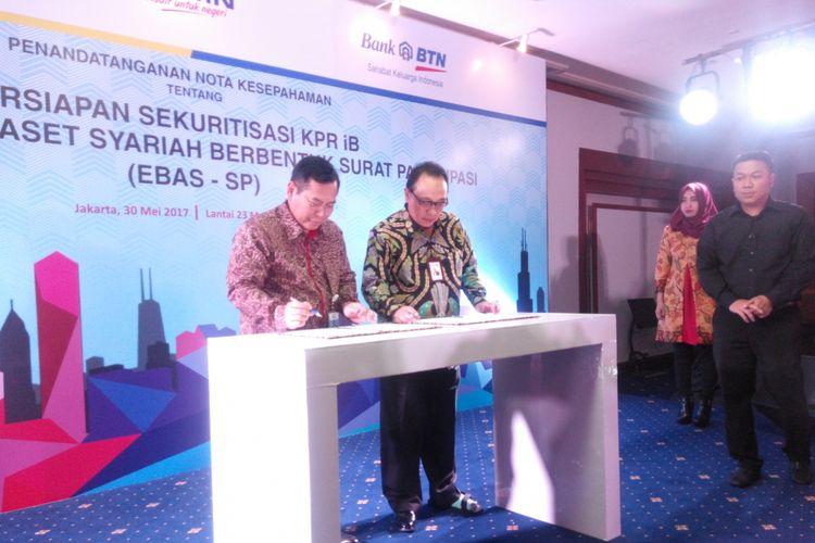 Penandatanganan kerja sama PT Bank Tabungan Negara (Persero) Tbk dengan PT Sarana Multigriya Finansial (Persero) terkait EBAS-SP KPR iB di Menara BTN, Selasa (30/5/2017).