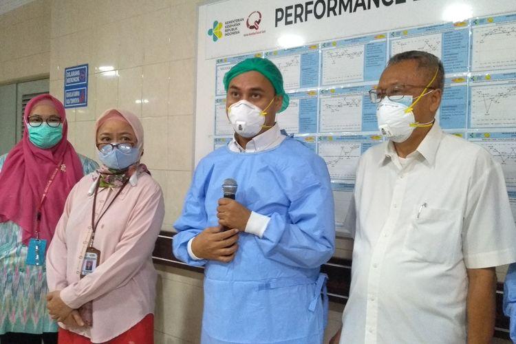 Sekretaris Tim Penanganan Bayi Kembar Siam, dr. Rizky Adriansyah SpA (K) menjelaskan, operasi pemisahan Adam dan Aris dimulai sejak pukul 08.00 WIB. Sejauh ini, lanjut Rizky, tidak ada kendala berarti yang dihadapi tim pemisahan. Setelah hampir 10 jam dioperasi, Adam dan Aris berhasil dipisahkan.
