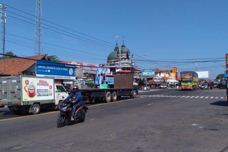 Simpang Buntu, Banyumas, Jawa Tengah, menjadi titik temu arus kendaraan di jalur selatan dan jalur tengah.