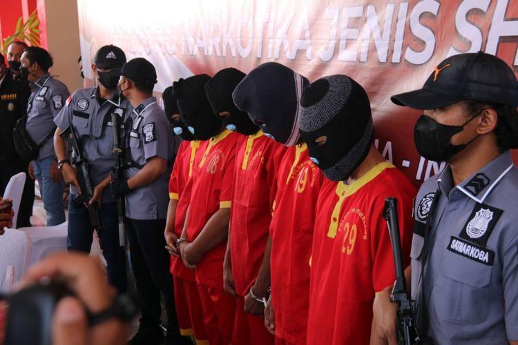 Penyelundupan narkotika diduga dilakukan oleh jaringan Internasional, melalui Batam, Kepulauan Riau (Kepri) mulai mengalami perubahan dan pola baru.