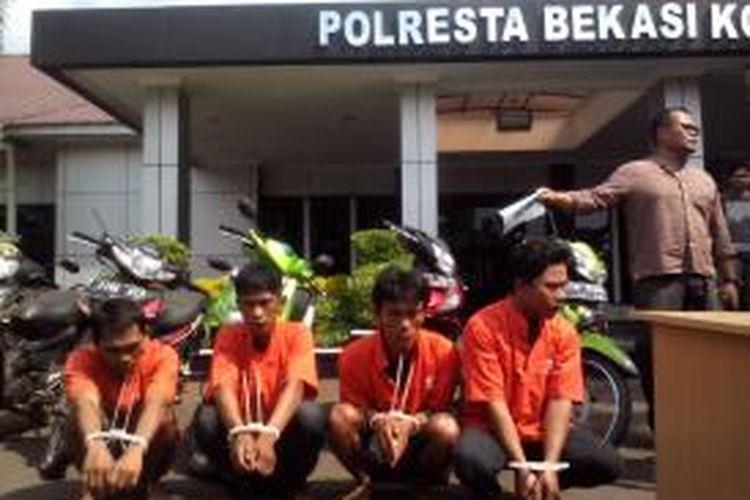 Satuan Reserse Kriminal Polresta Bekasi Kota berhasil menangkap pelaku pencurian dengan kekerasan.
