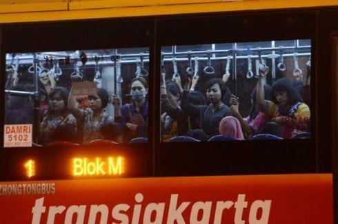Jokowi Perintahkan 40 Bus Transjakarta Cadangan Dioperasikan