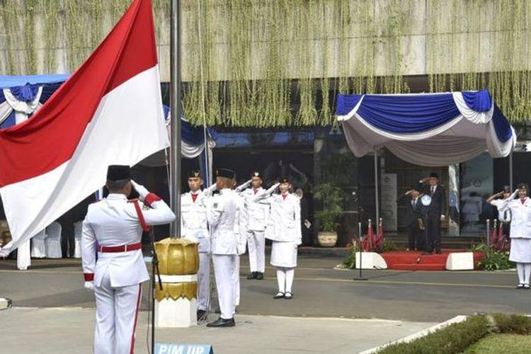 Upacara peringatan Hari Guru Nasional (HGN) 2018, di Kantor Kemendikbud, Senayan, Jakarta (26/11/2018). (Dok. Humas Kementerian Pendidikan dan Kebudayaan (Kemendikbud))