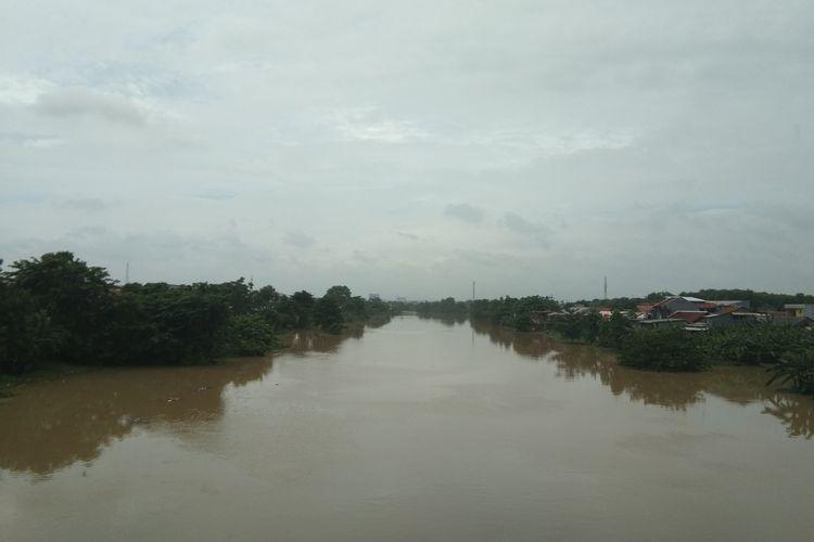 Kondisi Sungai Citarum di Jalan Tarumanegara, Karawang Barat, Minggu (23/2/2020).